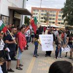 Стотици граждани на Елин Пелин се събраха на протест срещу кмета Ивайло Симеонов